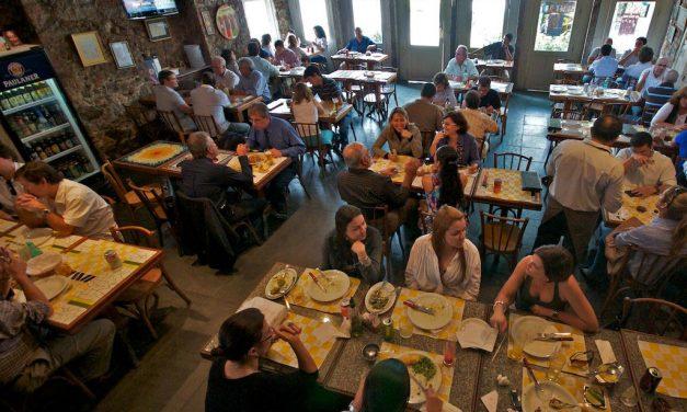 Bar do Ernesto comemora 25 anos de boemia